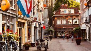 Dutch companies pay bills less quickly